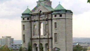 Façade restante de l'église Saint-Vincent-de-Paul