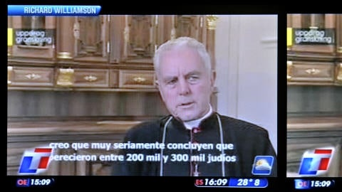 Photo de Mgr Richard Williamson en entrevue avec la télévision suédoise, et extraite par la télévision argentine Todo Noticias.