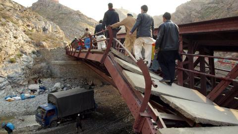 Pont attaqué sur la passe Khyber.