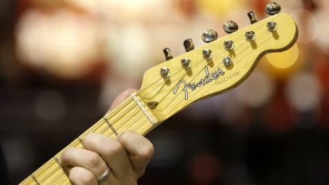 Une guitare Fender