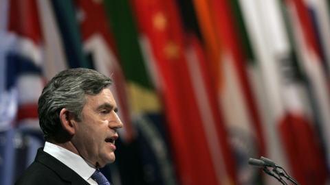 Le premier ministre Gordon Brown lors de la conférence de presse de clôture.