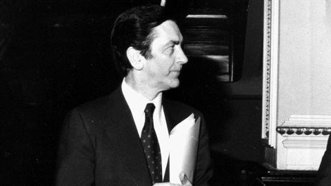 Le Dr Camille Laurin à l'Assemblée nationale, en avril 1977, au moment de déposer le projet de Charte de la langue française.