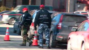 Des agents du SPVM en pantalon de camouflage