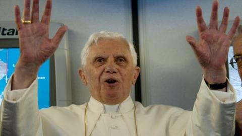 Le pape Benoît XVI lors de la conférence de presse où il a tenu ses propos controversés.