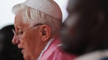 Le pape Benoît XVI lors de l'homélie à Luanda, dimanche