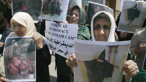 Les photos de mauvais traitements à la prison d'Abou Ghraib, publiées en 2004, avaient semé la consternation partout dans le monde.