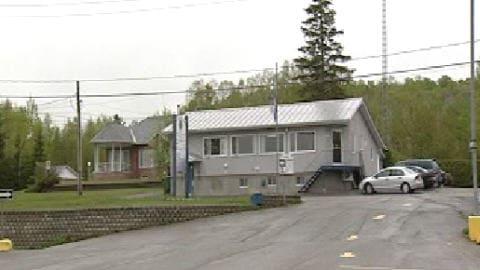 L'hôtel de ville de Lac-Simon loge dans un édifice qui abritait autrefois un restaurant.