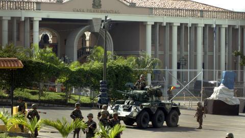 L'armée encercle la résidence du président hondurien Manuel Zelaya.