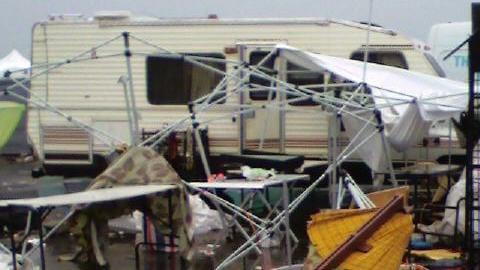 Un stand détruit, après l'orage
