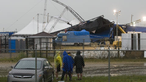 Les décombres de la scène principale du Big Valley Jamboree.
