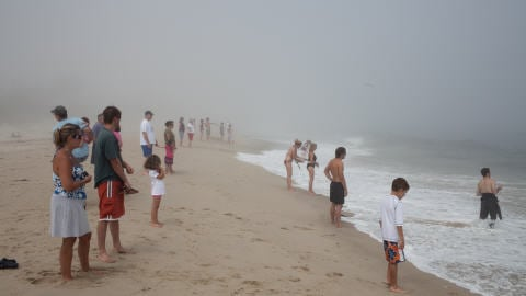 L'ouragan Bill passe au large du Massachusetts.