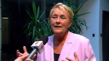 Pauline Marois rend hommage à Pierre Falardeau.
