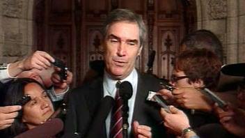 Le chef libéral Michael Ignatieff à la sortie de la Chambre des communes