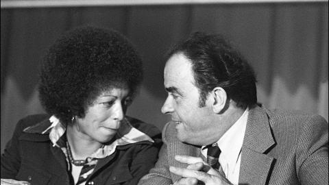 Angela Davis et le secrétaire général du Parti communiste français, Georges Marchais, en 1973
