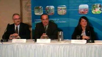 Au centre, le président de l'Union des municipalités du Québec, Robert Coulombe. À sa gauche, Marc Gascon, 1er vice-président, et à sa droite, Lucie Roussel, mairesse de La Prairie