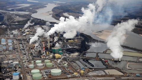 Site d'exploitation de sables bitumineux à Fort McMurray, en Alberta