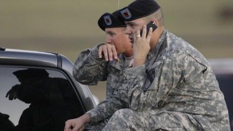 Des militaires sont sous le choc, après la tuerie à la base militaire de Fort Hood, au Texas.
