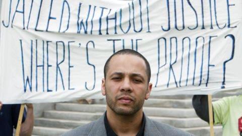 Adil Charkaoui lors d'une manifestation à Ottawa contre les certificats de sécurité