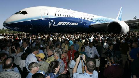 Le 8 juillet 2007, Boeing dévoilait son tout premier Dreamliner 787 à son usine d'Everett, à Washington.