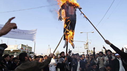 Des centaines d'étudiants sont descendus dans les rues mercredi pour protester contre «l'occupation» des forces étrangères.