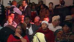 Des Montréalais d'origine haïtienne se sont rassemblés au Centre communautaire haïtien La perle retrouvée.