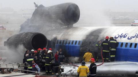 Un Tupolev s'écrase dans le nord de l'Iran faisant au moins 46 blessés.