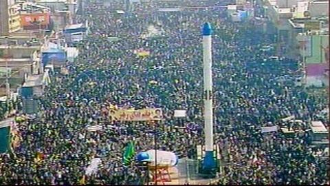 Des dizaines de milliers d'Iraniens se sont rassemblés place Azadi.