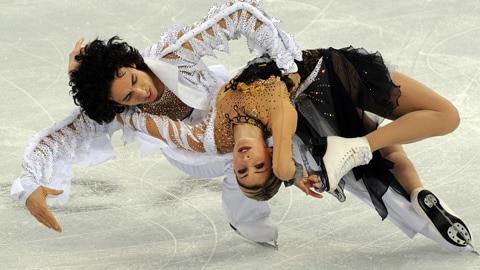 Les Américains Tanith Belbin et Benjamin Agosto s'exécutent au concours de danse.