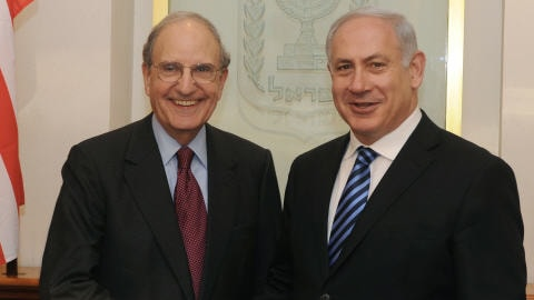 Le premier ministre Benyamin Nétanyahou (à droite) a rencontré dimanche à Jérusalem l'envoyé spécial américain George Mitchell