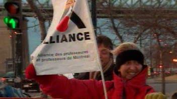 Les membres de l'Alliance des professeurs de Montréal manifestaient lundi à Montréal