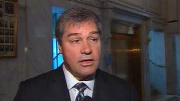 Le ministre de la Santé, Yves Bolduc, répond aux questions des journalistes.