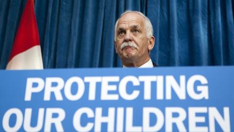 Le ministre de la Sécurité publique, Vic Toews, lors d'une annonce à Ottawa, le 17 mars 2010