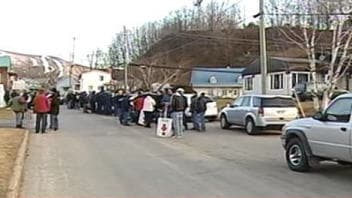 Les travailleurs bloquent l'accès à l'usine