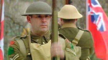 Un soldat se recueille