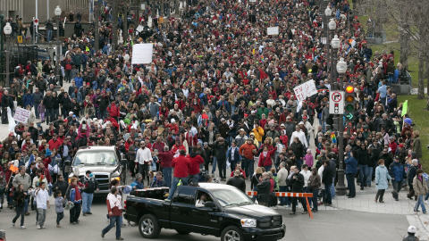 Des milliers de personnes manifestent à Québec