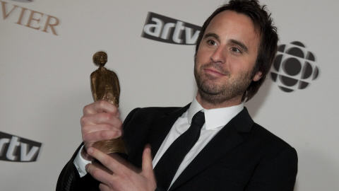 Louis-José Houde gagne l'Olivier du meilleur humoriste de l'année.