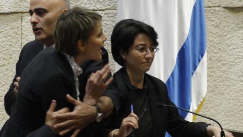 La députée Hanin Zuabi s'est fait interrompre alors qu'elle s'apprêtait à prendre la parole.