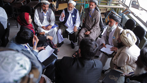 Discussion entre des membres de la jirga