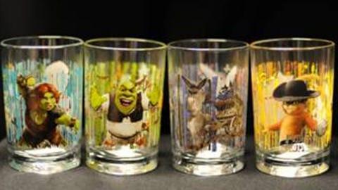La peinture qui orne ces verres contient un métal cancérigène.