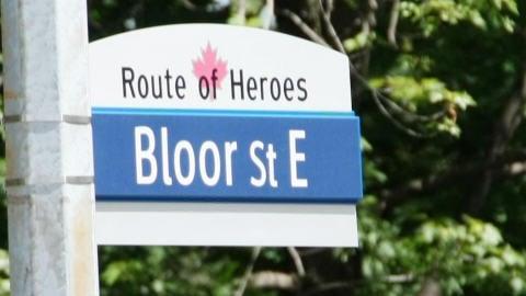 Panneau de la Route des héros à Toronto.