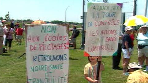 Manifestation contre le bruit aux abords de l'aéroport de Saint-Hubert