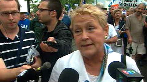 La chef du PQ, Pauline Marois, lors d'une marche pour l'indépendance à Montréal