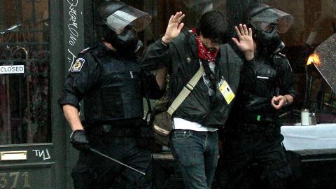 Un journaliste est arrêté par la police le 27 juin, à Toronto