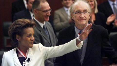 Michaëlle Jean et son époux, Jean-Daniel Lafond, au Parlement albertain, en 2006