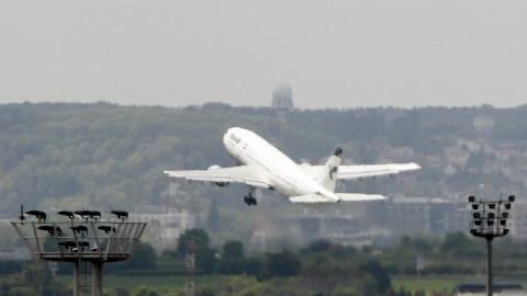 Un avion d'Iran Air quitte l'aéroport d'Orly à Paris (archives)