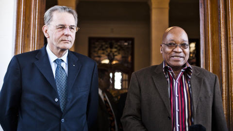 Le président du CIO Jacques Rogge et le président sud-africain Jacob Zuma