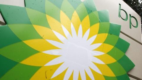 Le logo de BP à une station-service