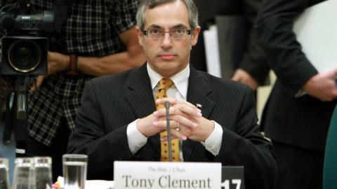 Le ministre Tony Clement