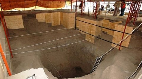 Un tunnel sous la pyramide de Quetzalcoatl