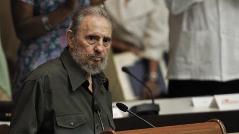 Fidel Castro prenant la parole au Parlement
